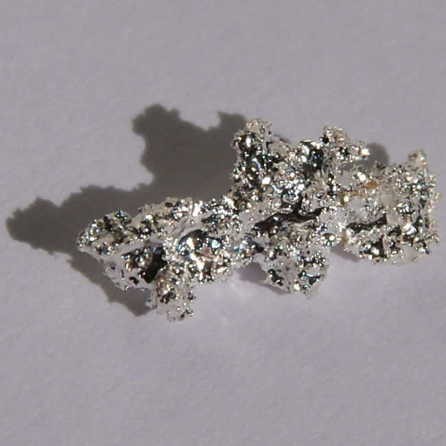 "Silver är en tungmetall – inte en mirakelmedicin. ""Silver-nugget"" by Jurii. Licensed under Creative Commons Attribution 3.0 via Wikimedia Commons."